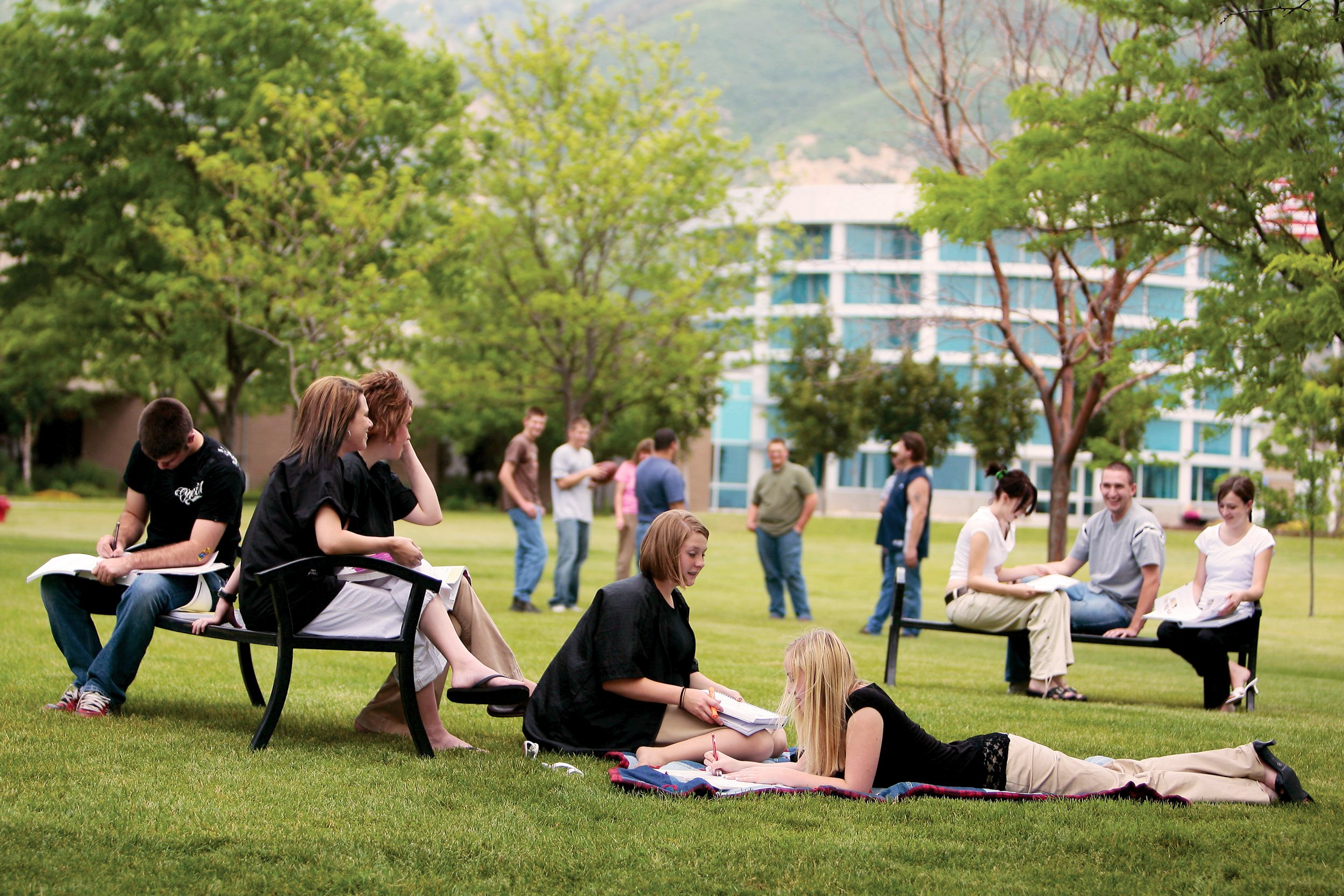 Group of students. outside and hanging out on the grass